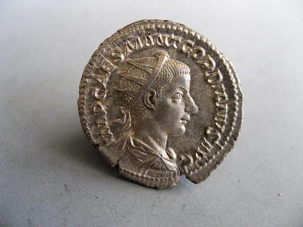 未流通的古罗马戈尔迪安三世银币