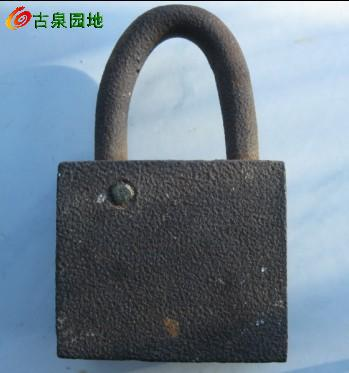 包老到民国,钥匙没了用手铐钥匙能打开,里面是三角锁芯