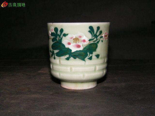豆青釉花卉茶盏