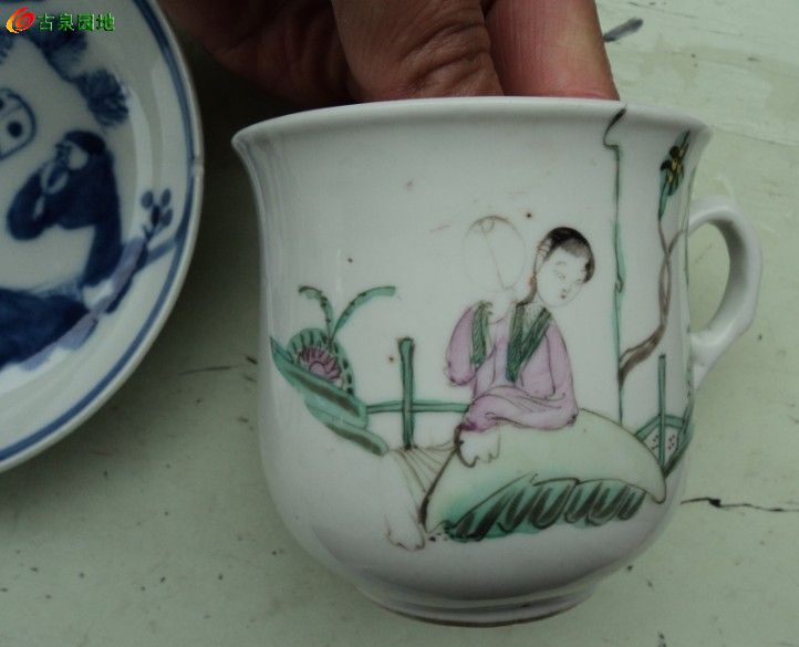 美女挠痒痒杯碟|历代陶器瓷器正式会员