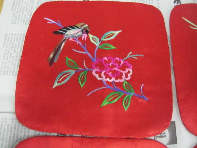 精美的2对民国刺绣枕顶图片