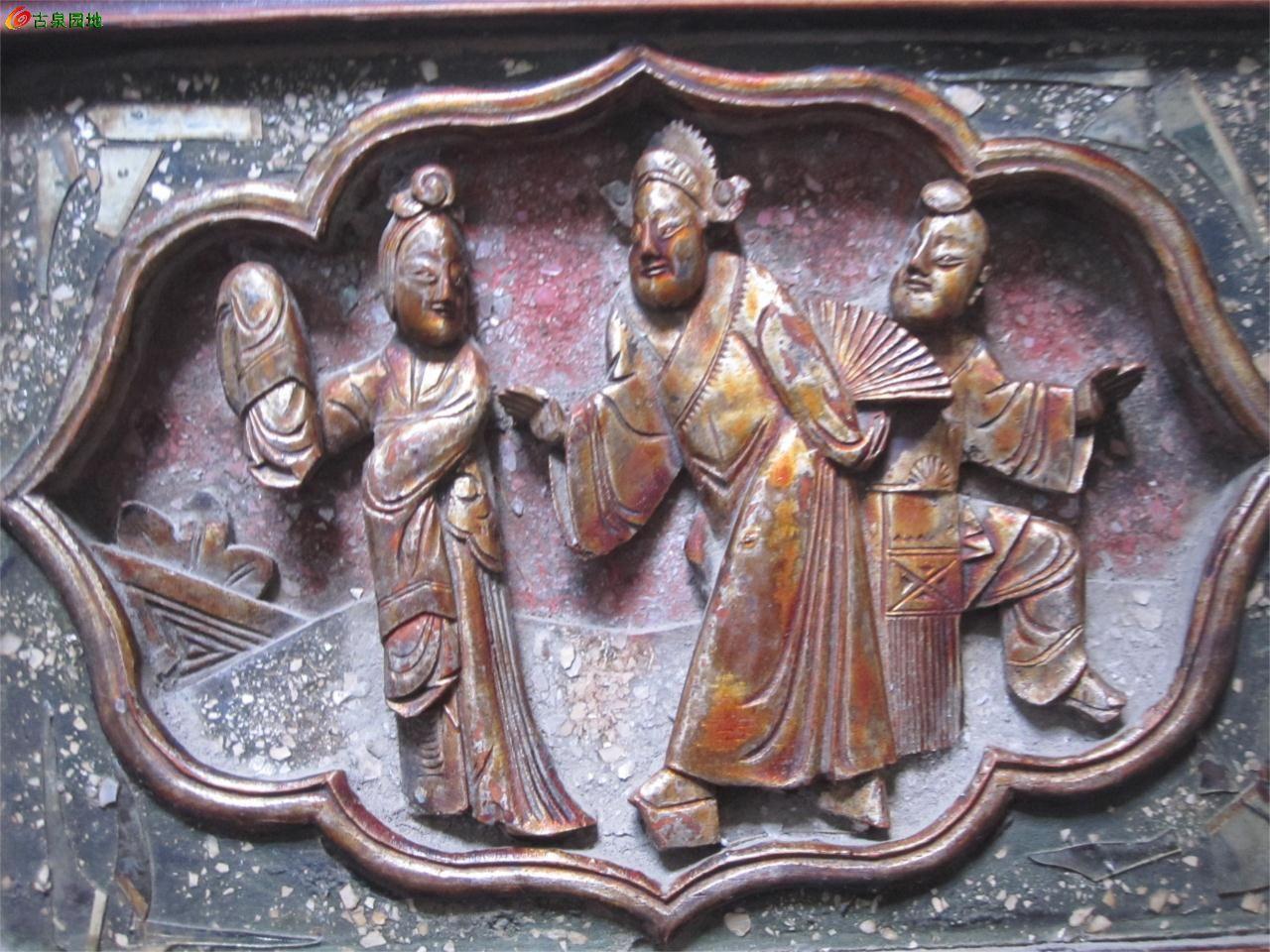 精美3人物带花边柜窗木雕一套